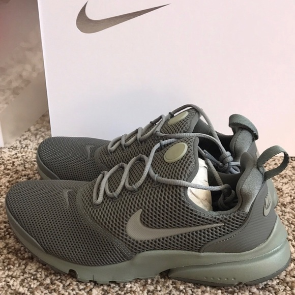 premium selection 3a736 71b8e NIKE PRESTO FLY OLIVE GREEN WOMENS SHOES NWT